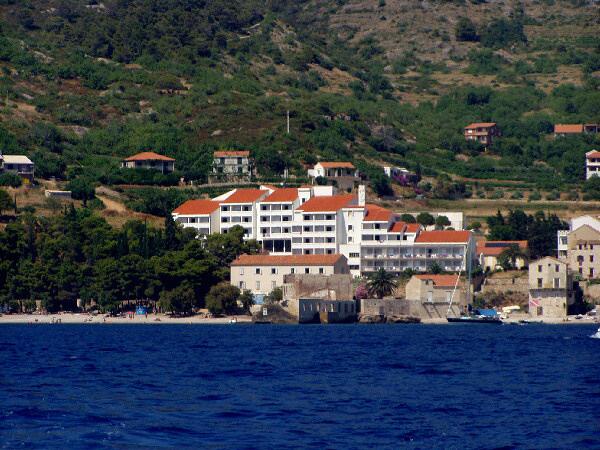 Komiza_hotel-Bisevo