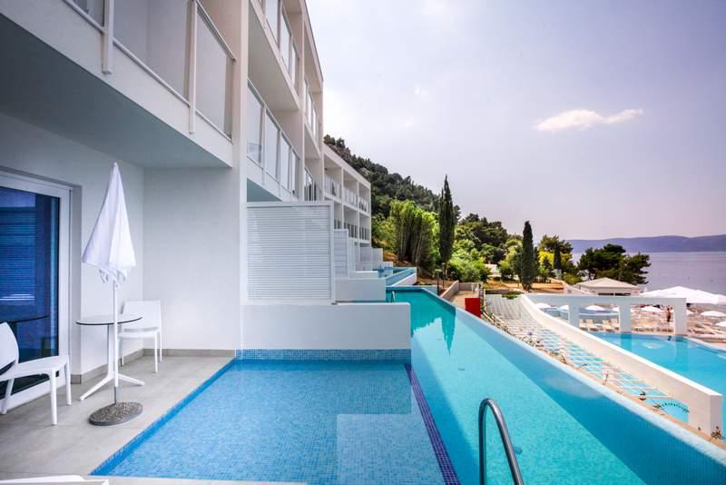 ABR_SwimUp_Terrace_Pool